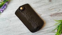 Кожаная ключница черная мужская карманная  с тиснением кельтский узел