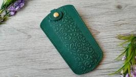 Кожаная ключница зеленая женская карманная с тиснением восточные узоры
