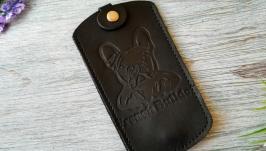 Кожаная ключница черная мужская карманная  с тиснением бульдог