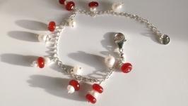 Срібний браслет з підвісками з сердоліку та річкових перлин