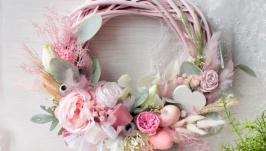 Пасхальний  вінок в ніжно-розовому кольорі.