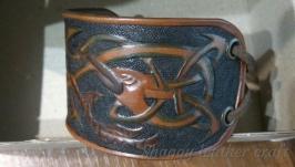 Кожаный браслет с кельтским орнаментом