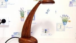 Деревянная настольная лампа из дуба