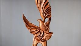 тут изображено Деревянная заколка с птичкой