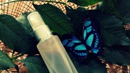 Гиалуроновая вода с голубой водорослью.