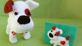 Комплект ′Вязаная игрушка и брошь ′Сердечный друг′