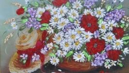Вышитая лентами картина ′Букет цветов и шляпка′