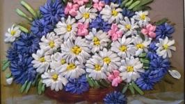 Вышитая лентами картина ′Ромашки и васильки′