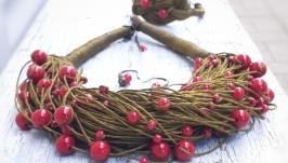 Комплект украшений из натурального льна и бусинок: колье, серьги и браслет.