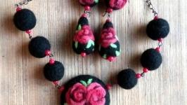 Комплект валяный ′Розы′