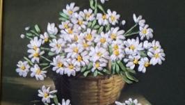 Вышитая лентами картина ′Букет ромашек′