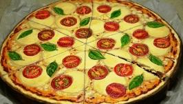 Піца. Олія на дереві.