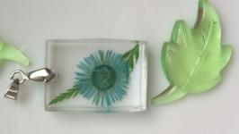 Кулон с цветком и папоротником