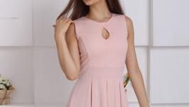 Женственное аккуратное платье