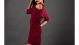 Прямое бордовое платье