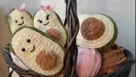 Брелок-подвеска авокадо