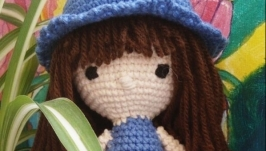 Кукла ′ Девочка в шляпе′