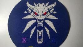 Схема вышивки крестиком Ведьмак Амулет медальон волк фэнтези монохромный