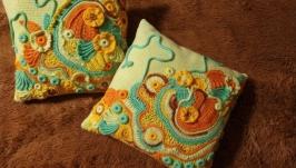 Комплект вязаных подушек