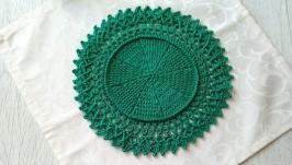 Вязаная салфетка зеленого цвета