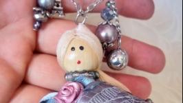 Лялька брошка ручної роботи