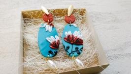 Крупные овальные синие серьги с белыми и коричневыми цветами, жемчугом
