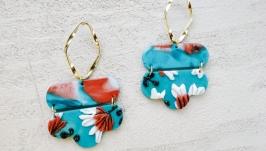 Яркие массивные серьги кирпичные  голубые с лепкой, цветами