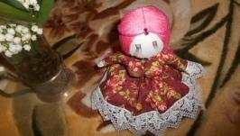 Кукла мотанка берегиня с английской ткани. наполнена лепестками роз)