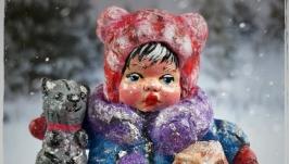Іграшка новорічна ′Дівчинка з подарунками′