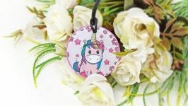 Медальон подвеска детская ′Единорожка в розовом′