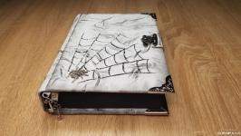 Кожаный гримуар с пауком