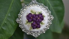 Кулон с микровышивкой ′Фиолетовая мечта′