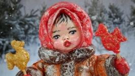 Іграшка новорічна ′Дівчинка з півниками на паличці′ ′