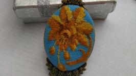 Кулон с микровышивкой ′Сказочный цветок′
