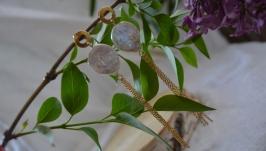 Серьги - пусеты стальные золотистые с барочным жемчугом ′′Лунная дорожка′