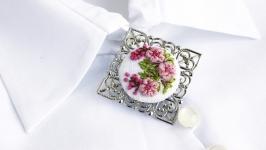 Большая брошь розовая Цвет сакуры Летняя брошка с цветами (лен, вышивка)