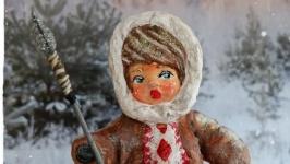 Іграшка новорічна ′Малюк эскімос з рибою′