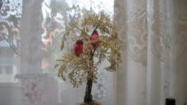 Зимняя березка из бисера с птицами