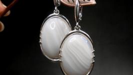 Серебряные серьги с белыми агатами