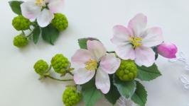 Заколки з яблуневим цвітом