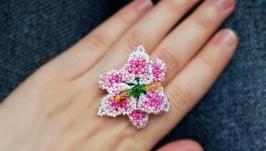Безразмерное кольцо с цветком лилией из чешского бисера