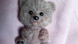 Брошь - медвежонок