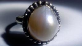 тут изображено Кольцо Жемчуг белый натуральный