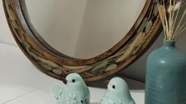 Круглое зеркало из массива и эпоксидной смолы.