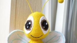 Вязаная пчелка
