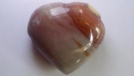 тут изображено Сердечко Яшма Натуральный камень