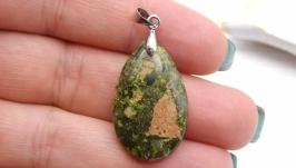 Подвеска Уп13 унакит капля натуральный камень зеленый