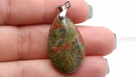 Подвеска Уп1 унакит капля натуральный камень зеленый