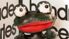 тут изображено Мягкая игрушка Лягушонок