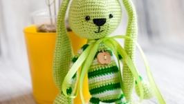 Вязаная игрушка ′Зеленый зайчик - длинные ушки′